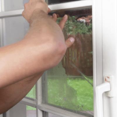 Montaż okiennej folii przeciwwłamaniowej