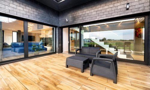 Przesuwne drzwi tarasowe – ozdoba domu