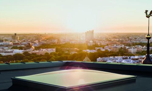 Efektywne oświetlenie pomieszczenia zpłaskim dachem