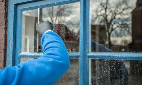 5 porad na skuteczne mycie okien