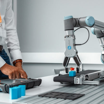 Universal Robots uczy robotyzacji