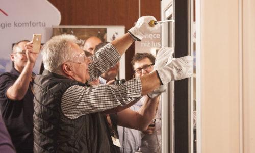 Firmy okienno-drzwiowe nie zamierzają redukować zatrudnienia