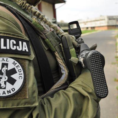 Firmy zbranży stolarki wsparły policyjnych kontrterrorystów