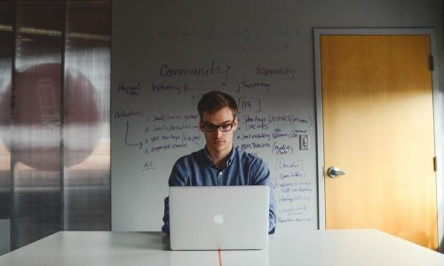 Koronawirus: trzy scenariusze dla przedsiębiorców
