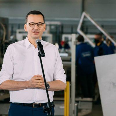 Premier wskazał fabrykę okien zawzór dla innych przedsiębiorców