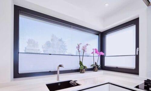 Ramy okienne nie muszą być białe – trzy alternatywy kolorystyczne