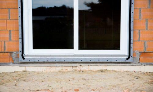 Jak zamontować okno w strefie docieplenia?