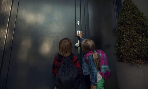 Bezpieczny powrót ze szkoły – drzwi nie tylko na klucz