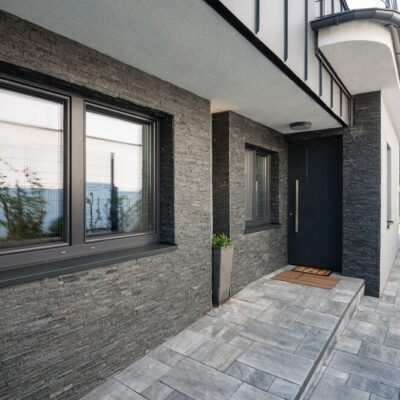 Jak wybrać ciepłe drzwi wejściowe?