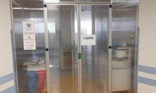 Śluzy z profili aluminiowych chronią pacjentów w szpitalach