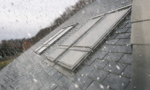 Okna dachowe FAKRO – podwójna ochrona domu